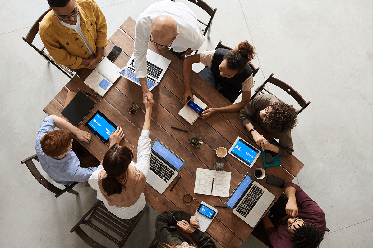 A team of eight people habing a meeting.